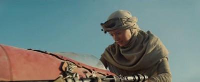 Daisy Ridley's personage op een soort speeder